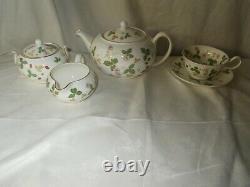 7pc Wedgwood WILD STRAWBERRY Teapot with Sugar & Creamer Set tea Cup Saucer