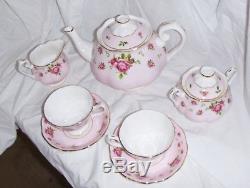 BEAUTIFUL Royal Albert New Country Roses 7 Pc. Tea Set, Tea Pot, Creamer, etc