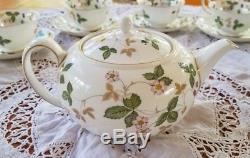 Complete Tea set of Teapot & 12 WEDGWOOD WILD STRAWBERRY TEA CUPS & SAUCERS MINT