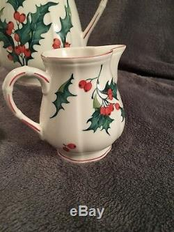 Villeroy & Boch Christmas Holly Tea set Teapot, Creamer, Covered Sugar Bowl