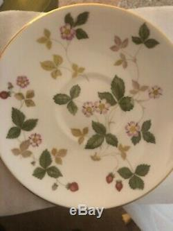 Wedgwood Wild Strawberry 6 Cup & Saucer, Creamer & Teapot Set Bone China England